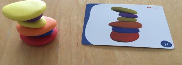 Spelen met gekleurde stenen